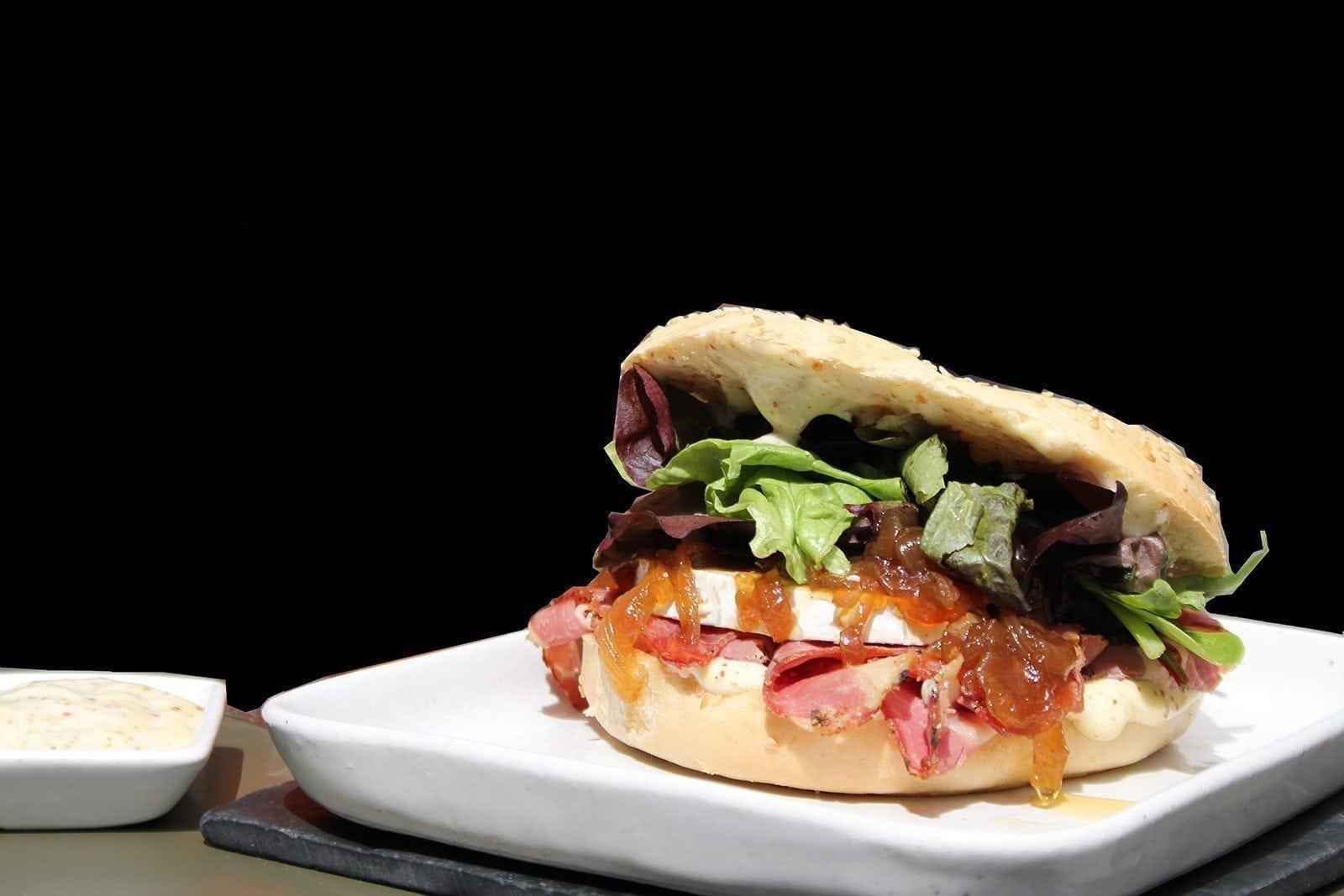 sandwich, el placer de comer con los dedos