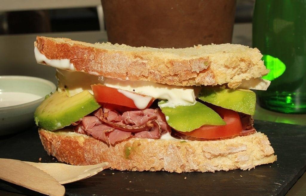 El sándwich de pastrami: desde los restaurantes de Nueva York hasta tu cocina