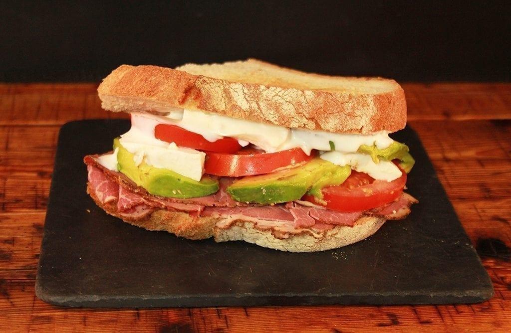 Sandwich con pastrami Reuben Darío de Magasand